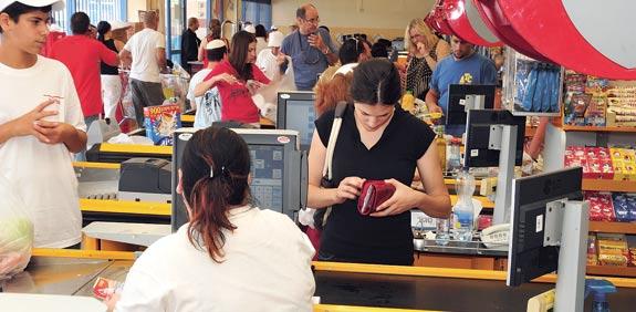 סופרמרקט צרכנים ישראלים / צלם: תמר מצפי